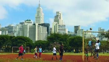 O sonho do hexa passa pela volta do nosso futebol. Às ruas
