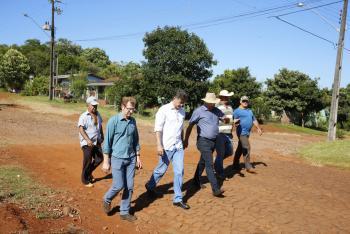 Paranhos acompanha trabalho em São João e recebe reivindicações da população