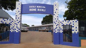 O prefeito Leonaldo Paranhos entrega para a comunidade, a Escola Municipal Irene Rickli revitalizada