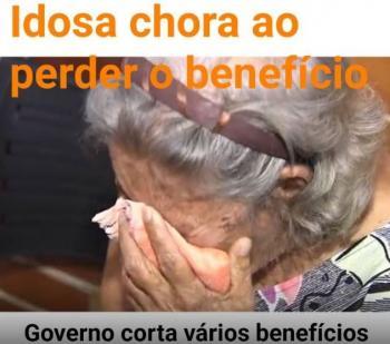 INSS cancela benefício de 400 mil pessoas, idosa chora na fila da caixa ao tentar sacar o BPC-Loas